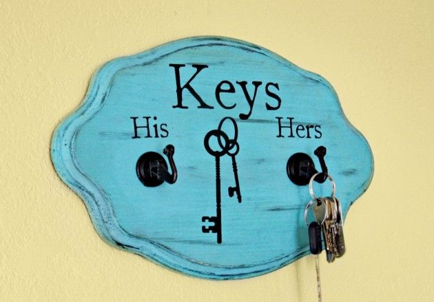 Make vintage wooden board as a key holder - 20 DIY Creative Key Holders