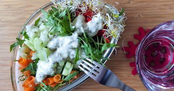 lunchsalade met mosterd-dilledressing