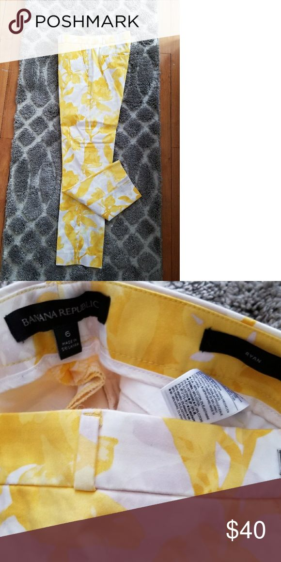 Banana Republic Yellow Floral Khaki Pants Ryan Fit Yellow/white floral print Banana Republic pants.  Ryan fit, size 6. New without tags. These are perfect to wear with a denim shirt or navy blue shoes. Or dressed up with black strap oh heels. Adorable and stylish! Banana Republic Pants Straight Leg