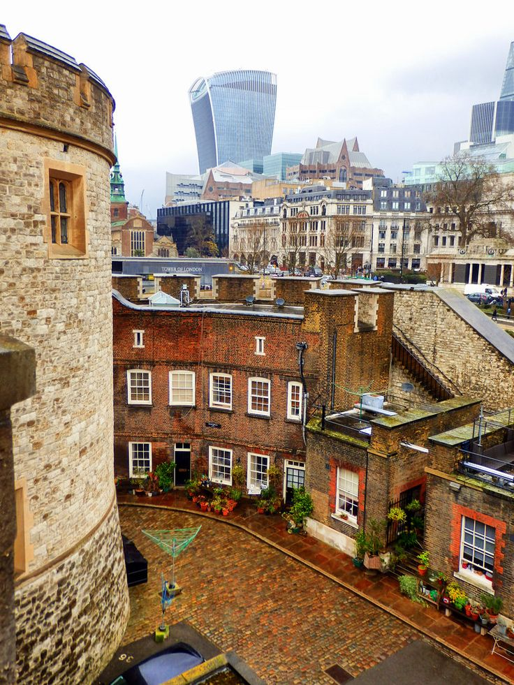 Tower of London, England by photphobia