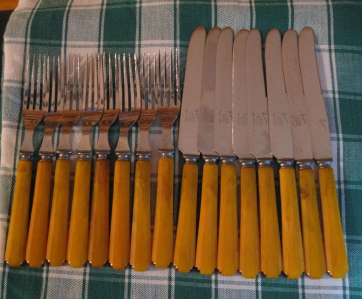 $145 Bakelite in the Kitchen Dinner for 8 ~ 8 Forks, 8 Knives Hampshire Stacked Deco