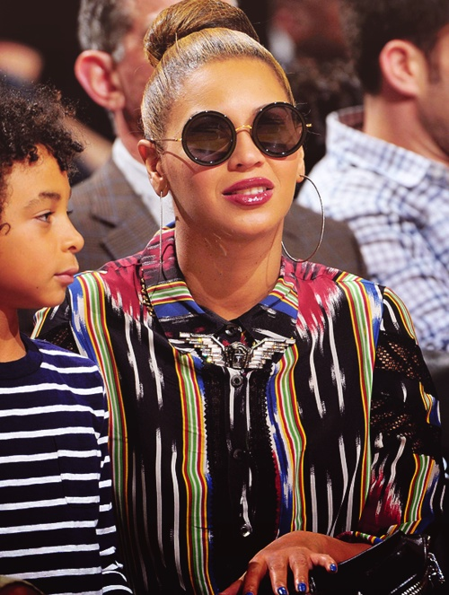 Beyonce's Short Lanvin Eagle Necklace