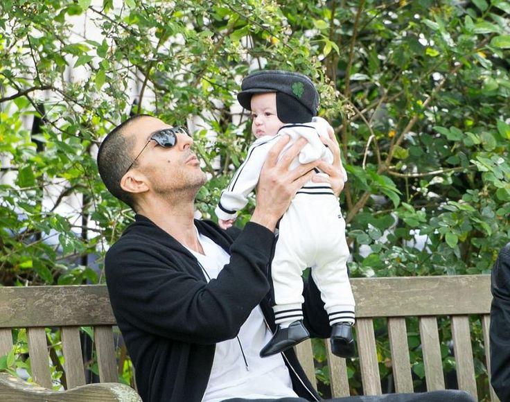 Le mari séparé de Janet Jackson, Wissam Al Mana a été repéré promenant son petit garçon Eissa dans un parcde Londres, mais Janet n'était pas en vue. Photos Wissam Al Mana et de son fils : &n…
