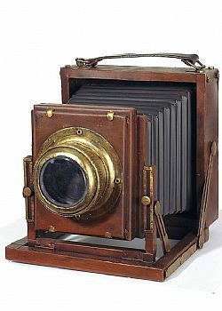 DCSE Camera, metal, brown. Antique look. Vintage decoration.