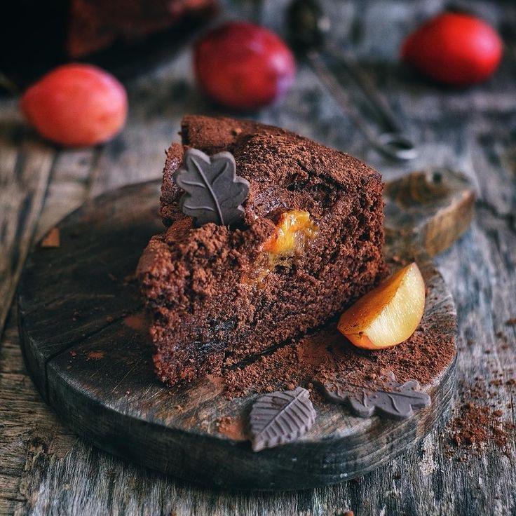 1,463 вподобань, 4 коментарів – Bon Appetit (@bon_appetito) в Instagram: «Шоколадный торт с черносливом и сливами ~ (by @inn5775) ~ Ингредиенты: ~ 120 г сливочного масла к.…»