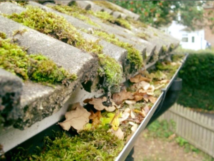 how to clean gutters in winter
