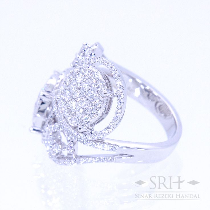 23467 18Karat White Gold Weight 9.40 gr Ring Size 12.50 1.556 Total Carat = 228 Rounds Diamond