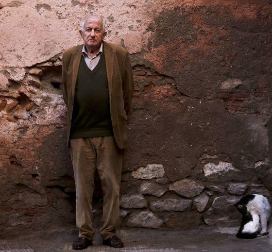 Juan Goytisolo, premio Cervantes. Honesto e íntegro, cuando le dan un premio sospecha de sí mismo. Enhorabuena.