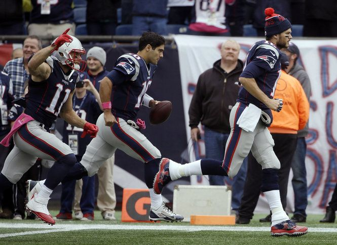 Predictions, spread, odds, stats, and keys to the game for the Week 17 matchup between the New England Patriots and Miami Dolphins.