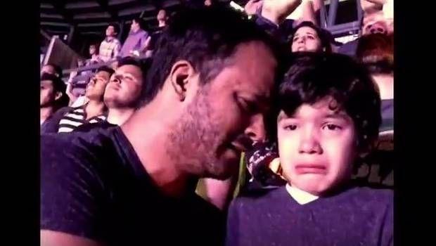 El niño autista que llora al ver en vivo a Coldplay