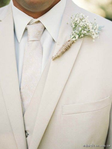 This white floral tie set is the best choice for a wedding. The color of white floral pattern is just for the romantic holy moment!
