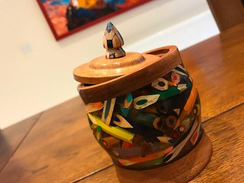 Watch This Artist Turn Broken Pencils Into a Colorful Stationery Pot