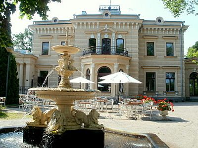 Finlayson Palace of Tampere, in Wilhelm von Nottbeck park Finlayson factory area. Neo-Renaissance palace was built in 1899. Its designer was Lambert Pettersson and developer for Alexander von Nottbeck. Today, the palace is a restaurant and banquet operation. Kuva: matkailu-opas