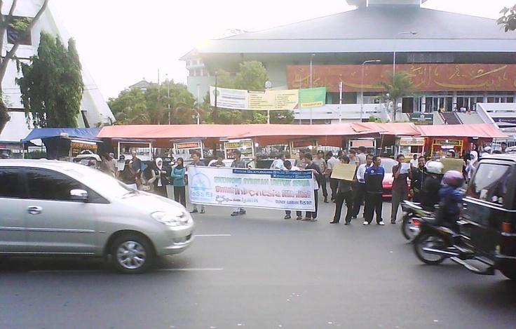 Student demonstration in front of Masjid Raya Baiturrahman, Semarang, Central Java.