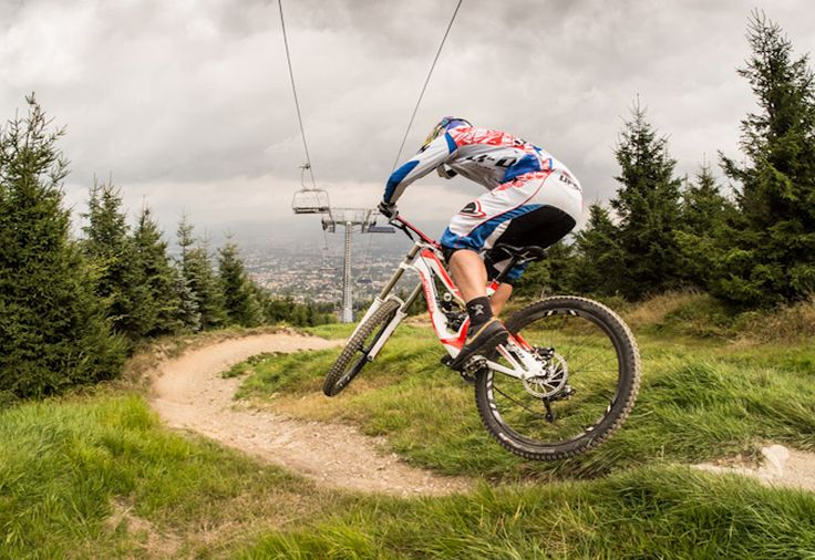 Downhill ride on professional tracks - Medium - Best mountain bike tracks.
