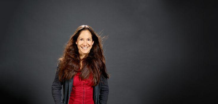"""Ulla Lohmann, (geb. 1977 in Kaiserslautern) ist eine deutsche Fotojournalistin, Dokumentarfilmerin. Lohmann rekonstruierte im Alter von 18 Jahren bei """"Jugend forscht"""" das Skelett des Lurchs Sclerocephalus haeuser. Durch das gewonnene Preisgeld beim Bundessieg im Jahr 1996 finanzierte sie sich eine Weltreise und fand so zum Journalismus. Sie studierte Geographie und Journalismus und hat einen Abschluss in Umweltmanagement und Fotojournalismus. Ihr Spezialgebiet sind Vulkane und indigene…"""