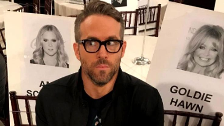 Ryan Reynolds and Amy Schumer Have Some Fun With Their Golden Globes Seats -- See the Pics!