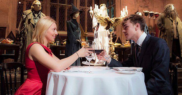 Si tu pareja y tú son fans de Harry Potter, cenar en el comedor de Hogwarts podría ser el plan perfecto para el San Valentín de este año 2016.