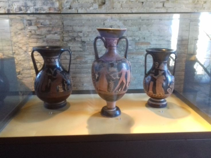 Apulian vases on display in Offagna's Rocca
