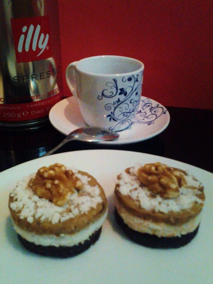 Orechový RAW koláčik ku káve