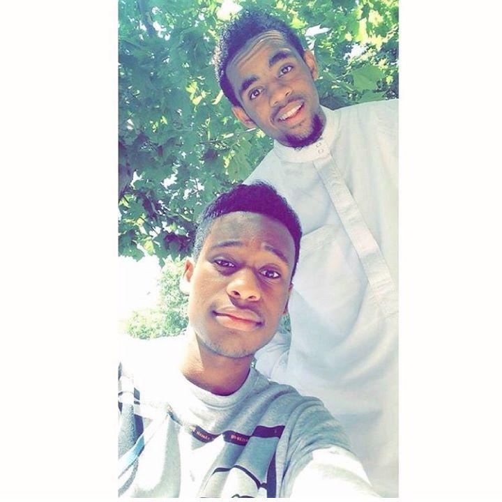 Pour continuer dans les beaux mélanges! Voici ceux que je ne me lasserai jamais de regarder ! Ils sont beaux ils sont jeunes quoi de mieux ?  Un Comorien réunionnais suivi de son collaborateur comorien saoudien  @latino_pato @a.s_thuglife #269beautiful #beautedesiles #team269 #team974 #comorien #bonnejournée #N by 269beautiful