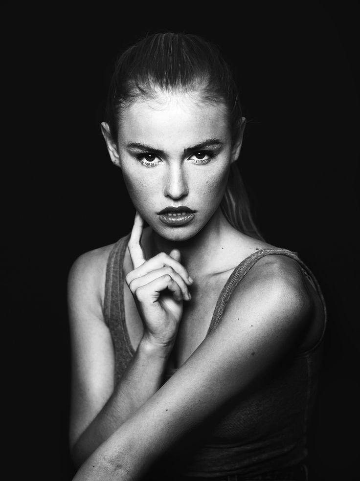 Blair Sinnott Nude Photos 16