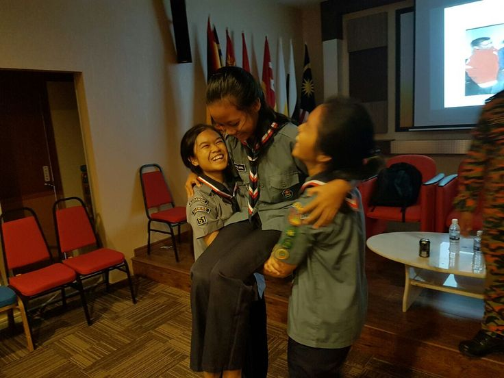 By Jude Toyat @judetbpseeds judetoyat@theborneopost.com ome 100 scouts from various schools throughout the city participated in the 'Kursus Lencana Api', an educational programme with the Fire and ...