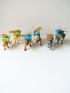 Birthday treat | traktatie | James twee jaar | hangtag made with stamps, animals with package of raisins on their back | hangtag met stempels, dieren met pakje rozijnen | www.lauraenjames.com