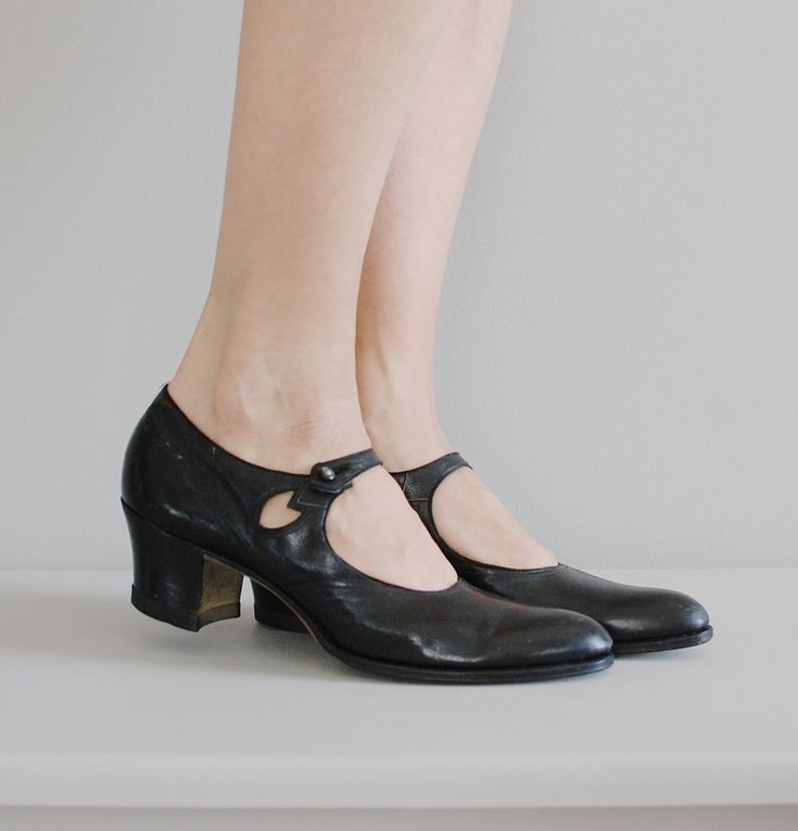1920s shoes / 20s mary jane shoes / Walk Over janes. $136.00, via Etsy.