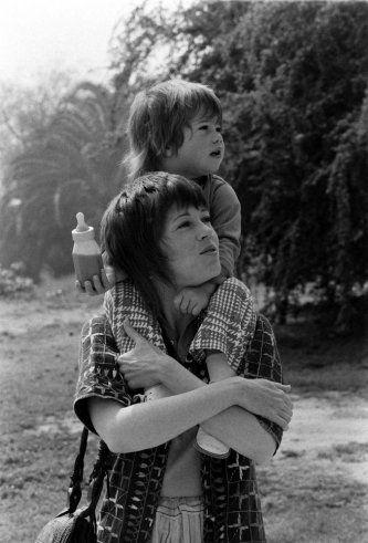 Jane Fonda and her daughter, Vanessa, in California, 1971