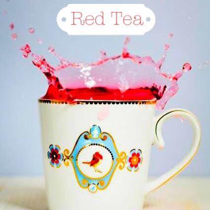 1) El té rojo es considerado una excelente bebida para ayudar a la digestión y la limpieza de la sangre. 2) Entre las propiedades del té rojo se encuentra la lovastatina, una sustancia usada como fármaco para la reducción del colesterol. 3) Aparentemente el té rojo también puede ayudar a prevenir el cáncer debido a sus propiedades antioxidantes. 4)Uno de los beneficios del té rojo es la disminución de peso.