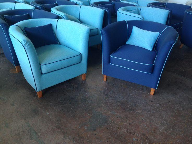 Oltre 1000 idee su divano di velluto su pinterest divano - Divano velluto blu ...