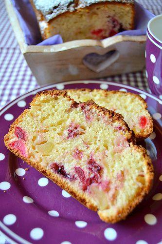 Plumcake alle mele con ciliegie candite e marmellata di mirtilli