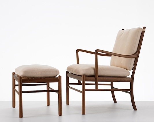 OW149 Colonial Chair designed by Ole Wanscher in 1949. Relaunched by Carl Hansen & Son in 2012. Midcentury modern lounge chair with footstool in solid wood