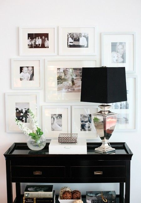 Beautiful black and white cornerVignettes, Lamps, Decor Ideas, Black And White, Gallery Walls, Photos Wall, Black White, Families Photos, White Frames