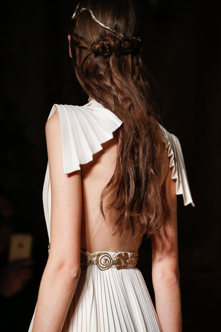 """""""couture-heaux: """"Details at Valentino Spring 2016 Couture """" chateau-de-luxe.tumblr.com """""""