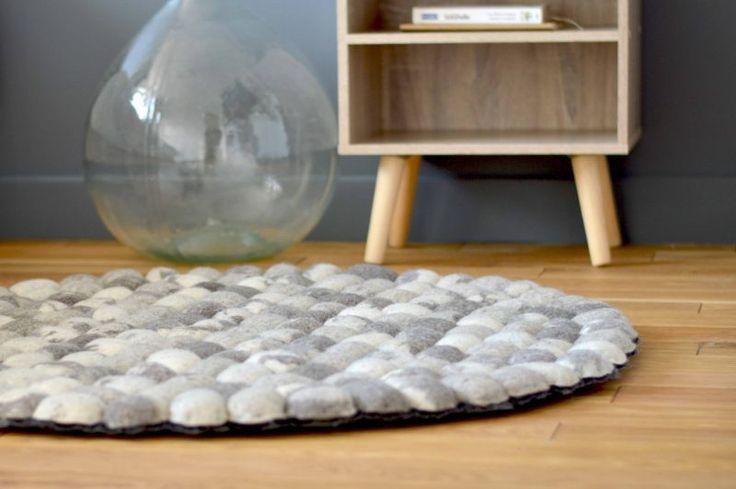 Sukhi est un e-shop qui propose de magnifiques tapis réalisés à travers le monde entier par des artisans dans de bonnes conditions de travail.
