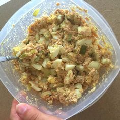 High protein, low carb muscle building tuna and egg salad recipe. Great for meal prep! #cleaneating #healthyeating