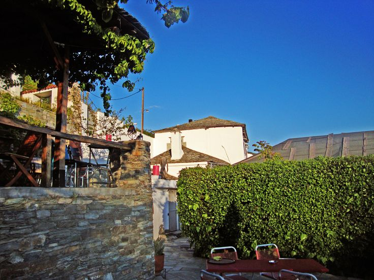 The Art Mansion is located on one of the most picturesque areas of the Pelion - Makrinitsa - Travel - Greek Summer