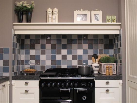 Landelijke keukentegels handvorm tegels in de kleuren blauw, lichtblauw, grijs en wit: