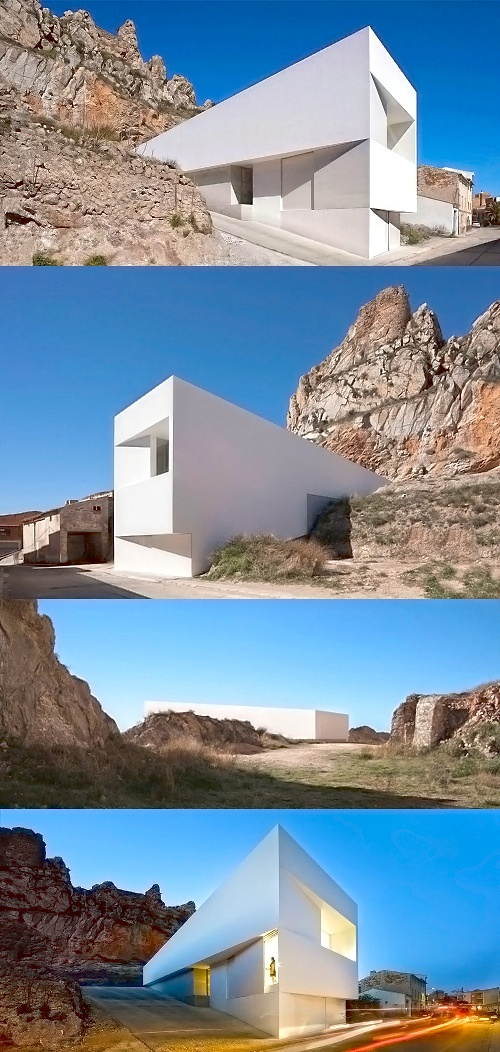 House on the Mountainside / Fran Silvestre Arquitectos