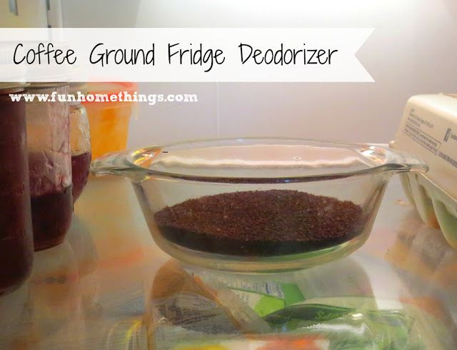 Conserver les Marc de café après une infusion et les déposer dans un récipient au réfrigérateur pour absorber les mauvaises odeurs!!!  Ça fonctionne super bien!!!