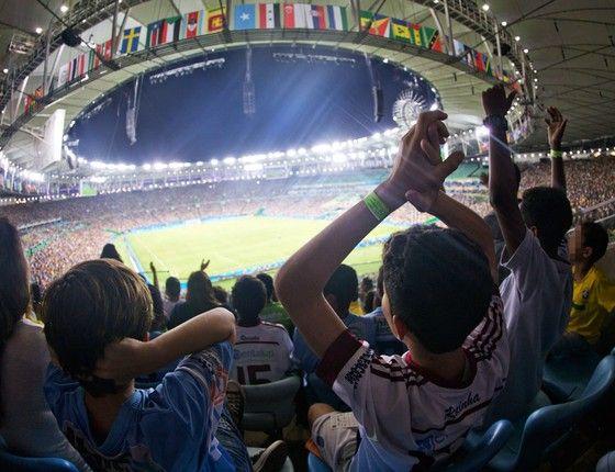 Solidariedade. Crianças da Rocinha vão ao Maracanã assistir aos Jogos com ingressos doados. Agora, campanha inglesa quer levar 10 mil crianças carentes à Paralimpíada (Foto: Pedro Farina/ÉPOCA)