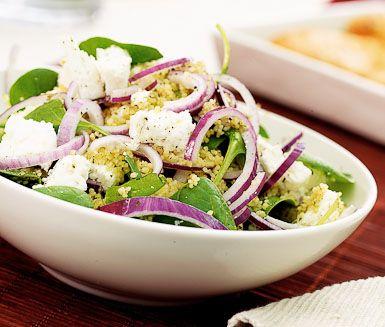 En lättlagad sallad med couscous, spenat, pesto och fetaost. Servera med exempelvis kött eller fisk. www.ving.se/grekland