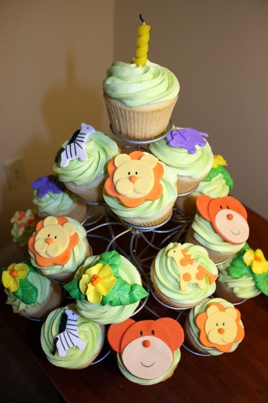 Super cute #safari #cupcakes tier