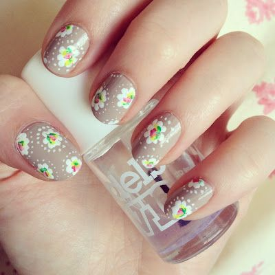 Simple floral nail art manicure. Can be completely done with a dotting tool. Pinned for nails by www.SimpleNailArtTips.com