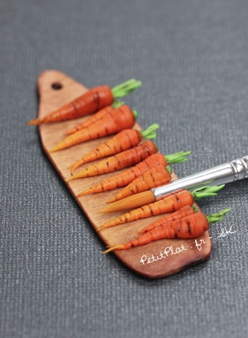 Day 1 - Carrots / carottes Polymer Clay Miniature Food Sculpture Stephanie Kilgast aka PetitPlat #polymerclay #miniatures #art