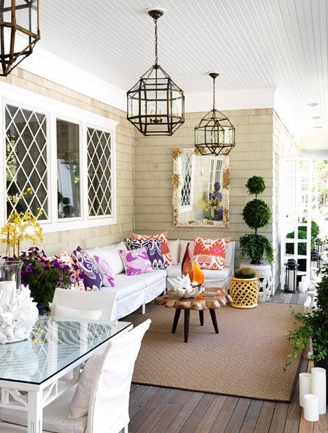 Would love a porch like this.... My mom could do this at her house, though!