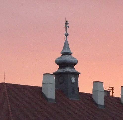 Vác, főtér -  Irgalmas kápolna (Március 15. tér 7-9.) kereszt
