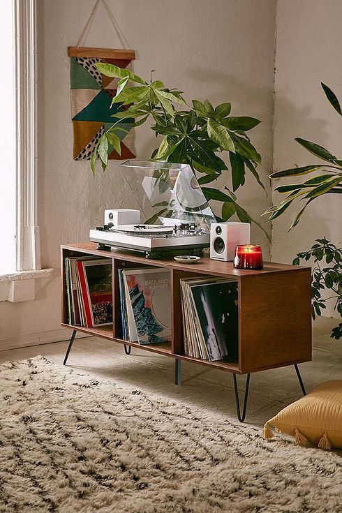 17 Ways To Make Your Home Look Like A Hippie Hideaway- record player space